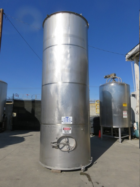2700 gallon stainless tank 01