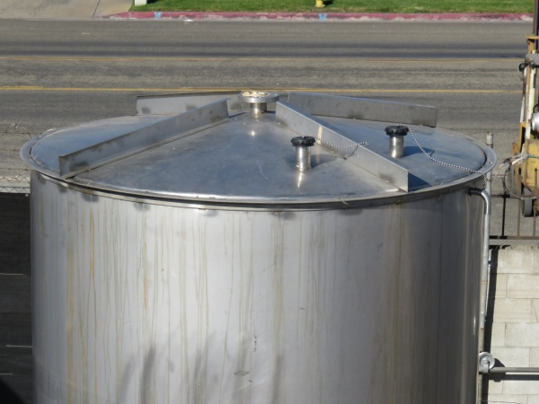 2700 gallon stainless tank 06